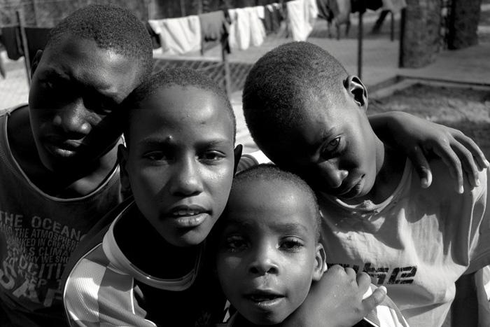fra-miro-babic-mali-dom-afrika-zagrljaj-1