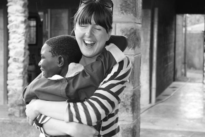 irma-basic-mali-dom-afrika-zagrljaj