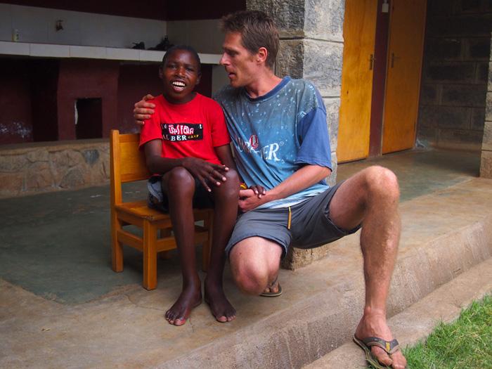mali-dom-afrika-zagrljaj-4