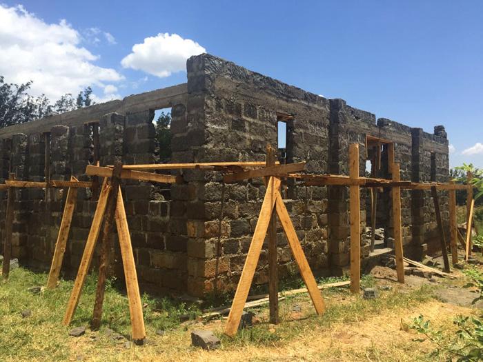 fra-miro-babic-gradnja-crkve-afrika-kenija-zvono-3