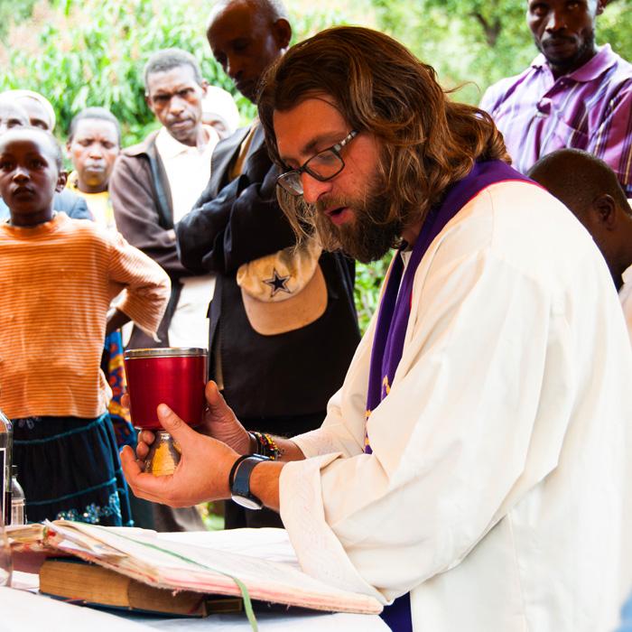 fra-miro-babic-gradnja-crkve-afrika-kenija-zvono